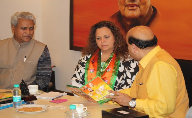 Michelle Rowland with BJP leaders (2) (650 x 400)